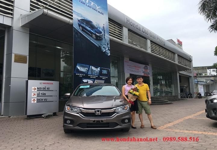 khach hang mua xe honda city 2018 mau titan