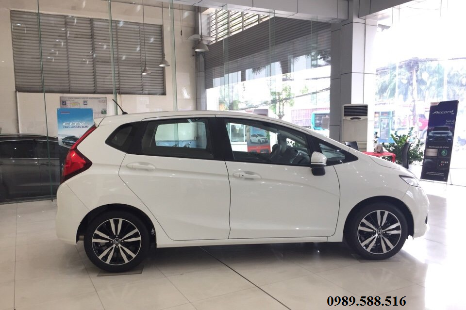 than xe honda jazz v 2018